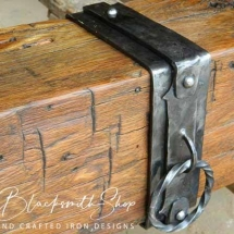 metal-strap-on-table-stretcher